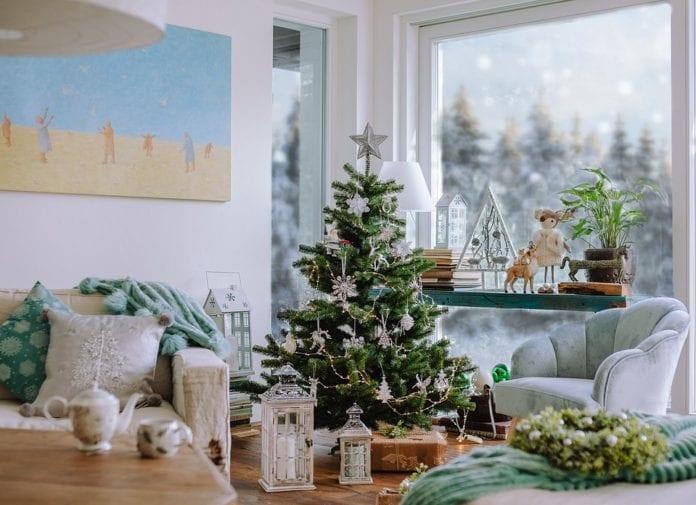 świąteczny-nastrój-aranżacja-salonu-święta-inspiracje-choinka-dekoracje