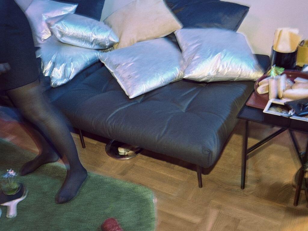 podnóżek-ikea-czarny-inspiracje-lata-90