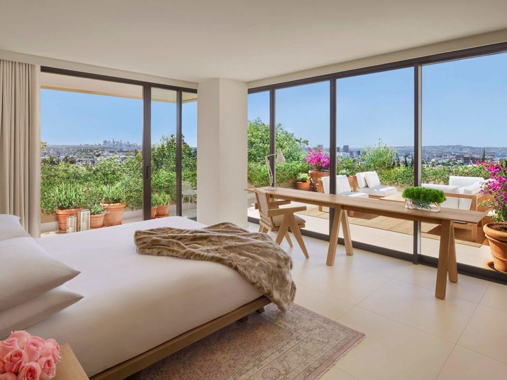 luksusowy-hotel-kalifornia-los-angeles-inapiracje-taras-ogród-apartament-sypialnia-widok