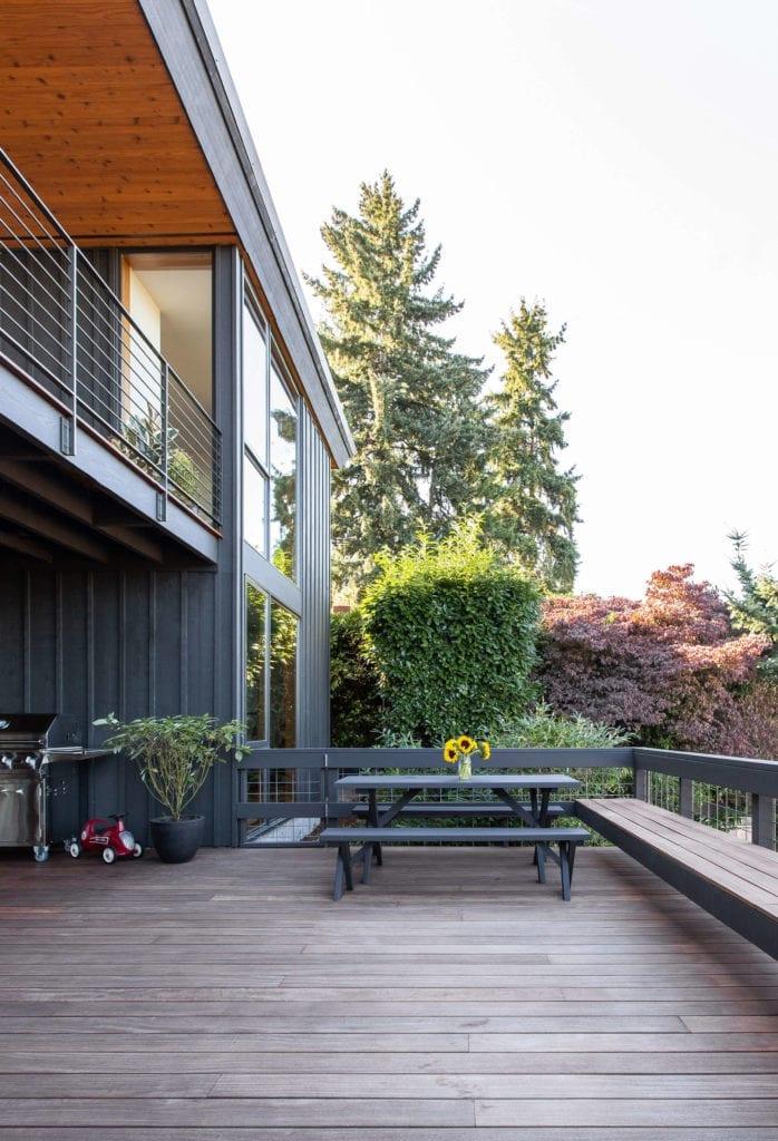 modernistyczny-budynek-industrialny-szyby-taras