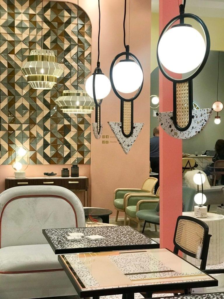 lampy-wiszące-utu-z-terazzo-lastryko-co-to-jest-inspiracje-mediolanem-stoliki-krzesła