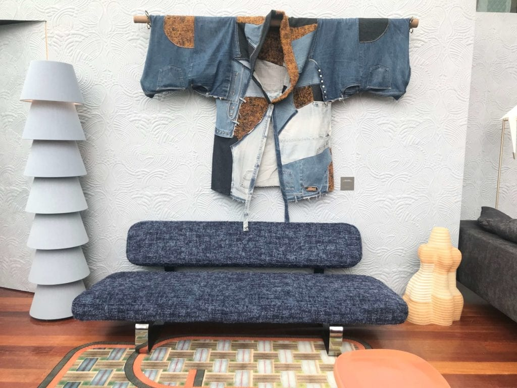 Moooi-kanapa-inspiracje-azją-dywan-ze-wzorem