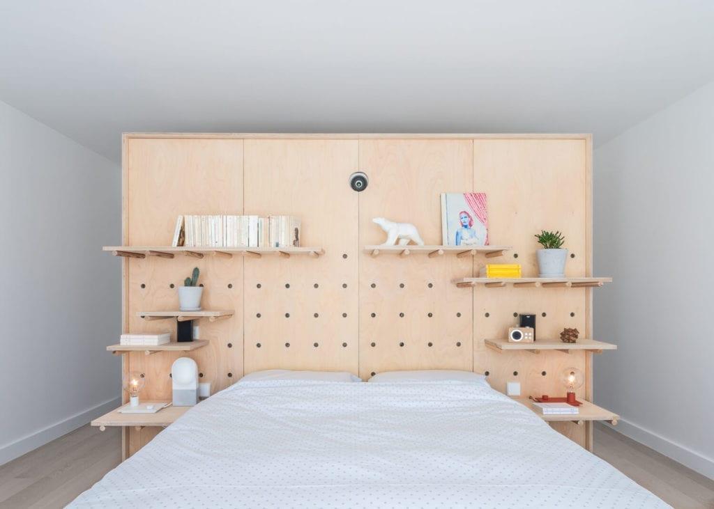 sypialnia-łóżko-inspiracje-sklejka