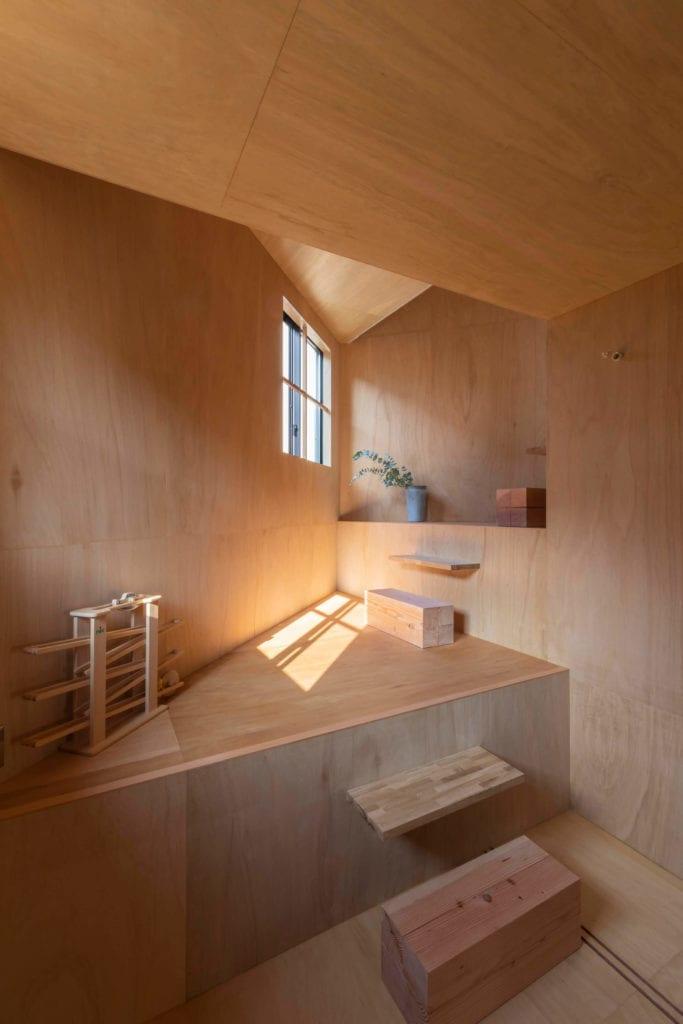 drewniane-wnętrze-inspiracje-sklejka