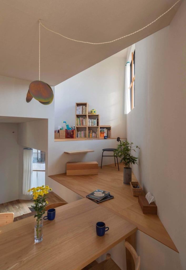 jadalnia-inspiracje-wnętrze-drewno-białe-ściany