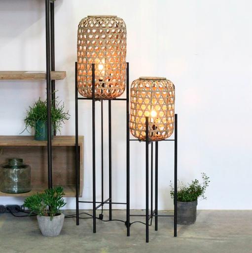 lampy podłogowe z rattanowymi abażurami