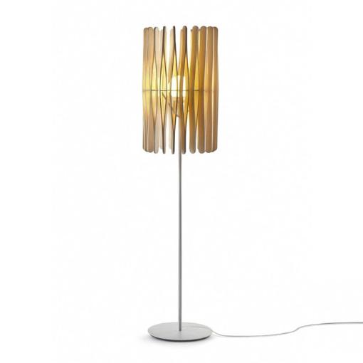 lampa podłogowa z drewnianym abażurem