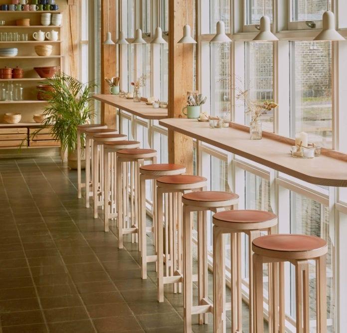 bar-hokery-wnętrza-restaurachi-drewno-inspiracje-minimalizm-po-japońsku