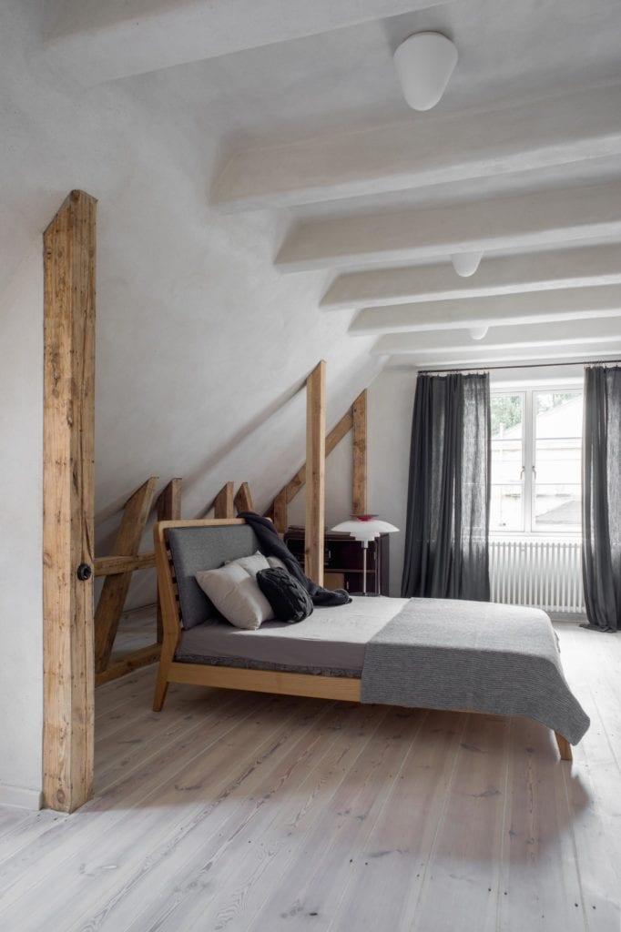 sypialnia-minimalistyczna-łózko-przytulne-wnętrza