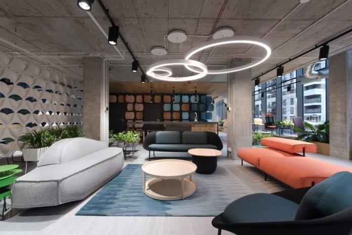 nowy-showroom-flokk-inspiracje-kanapa-biuroa