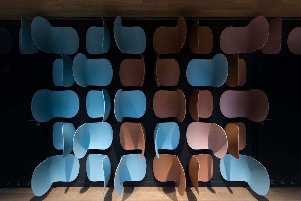 instalacja-krzesła-inspiracje