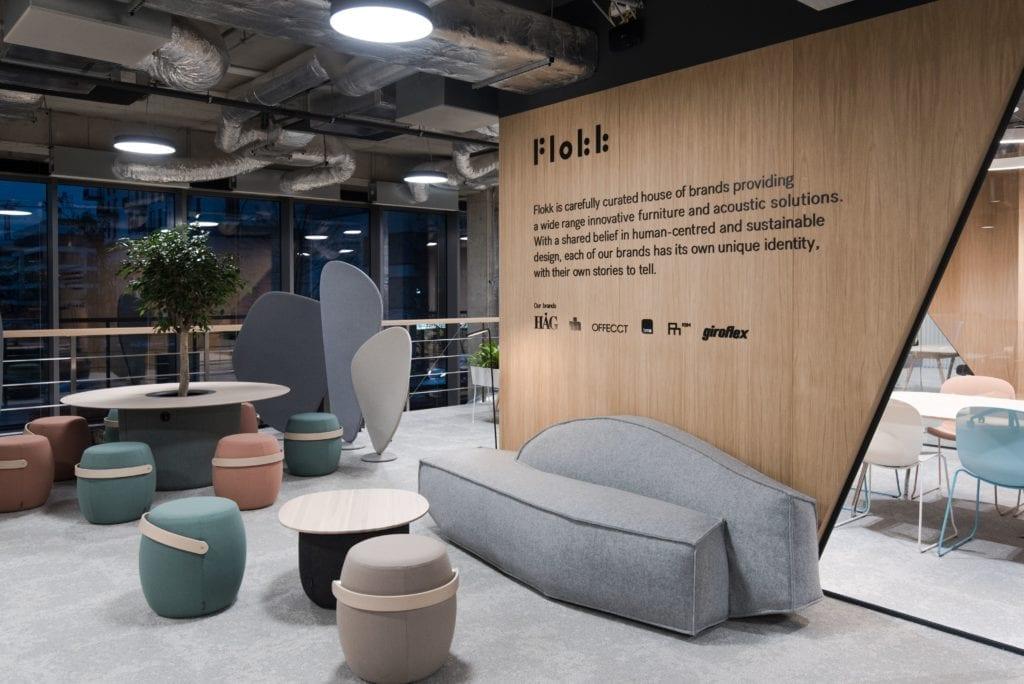 showroom-flokk-w-warszawie-inspiracje-biurowa-przestrzeń-krzesła-fotele-kanapa