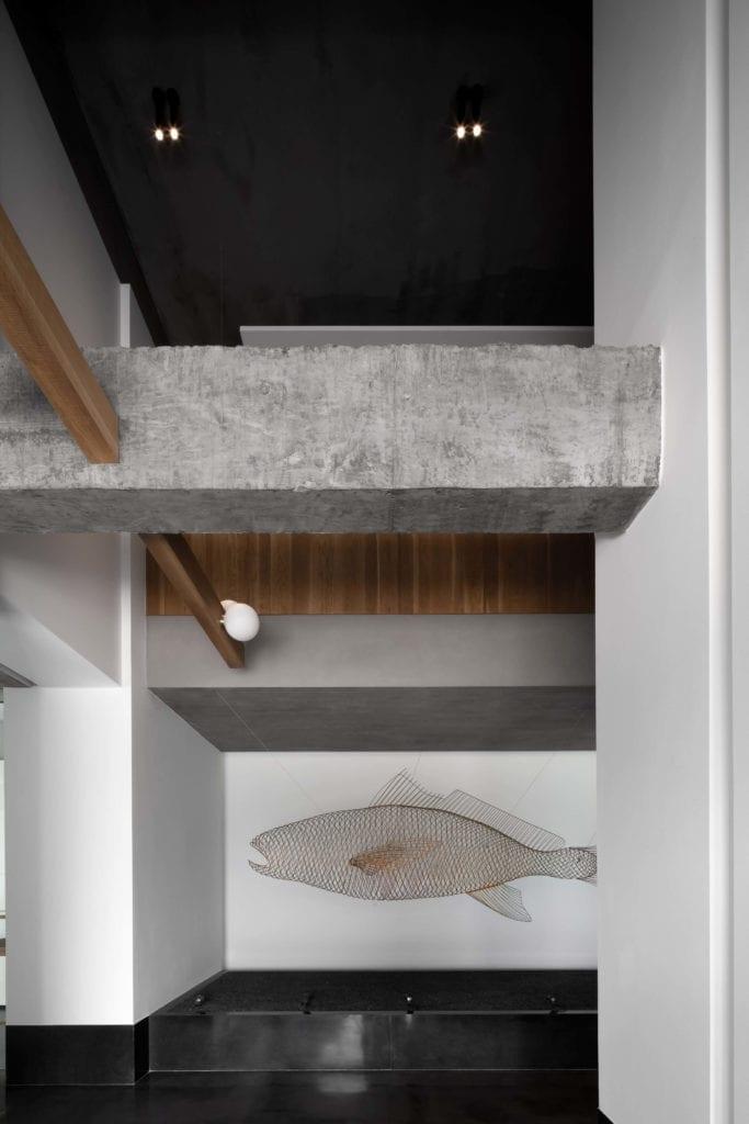 wnętrze-muzeum-w-chinach-inspiracje-białe-ściany-beton