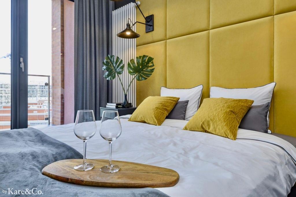 mała sypialnia panele tapicerowane w sypialni