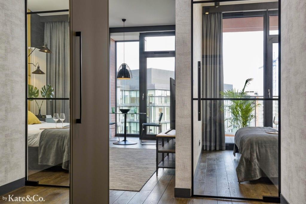 panele tapicerowane aranżacja małej sypialni