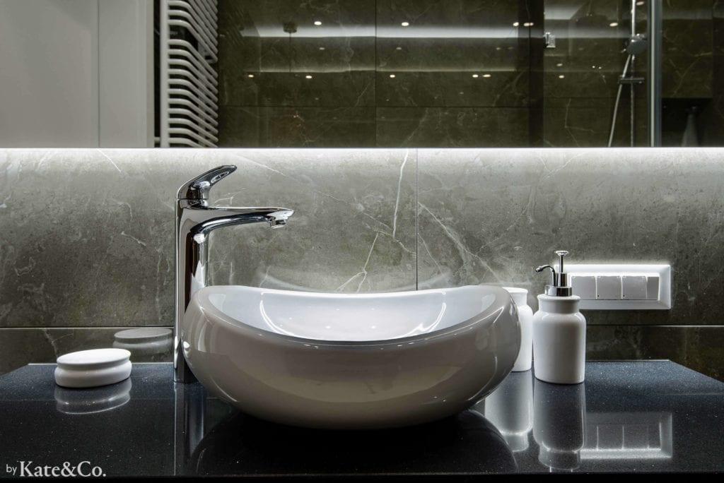 umywalka-nablatowa-ciemna-łazienka-tubądzin-mulina-inspiracje