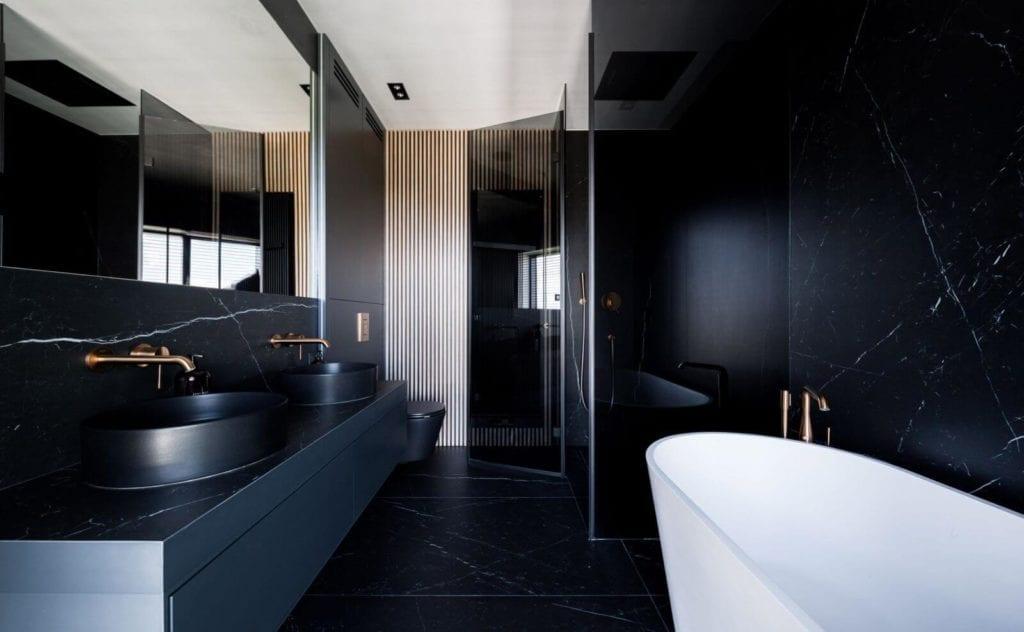 My-space-czarna-łazienka-inspiracje-duża-wanna
