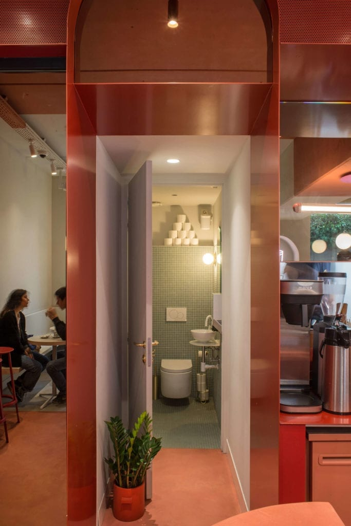 łazienka-w-kawiarni