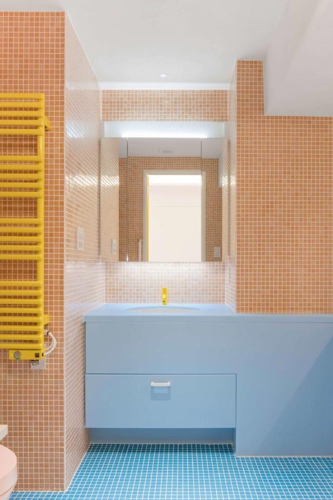 kolorowa-łazienka-pomarańcz-niebieski