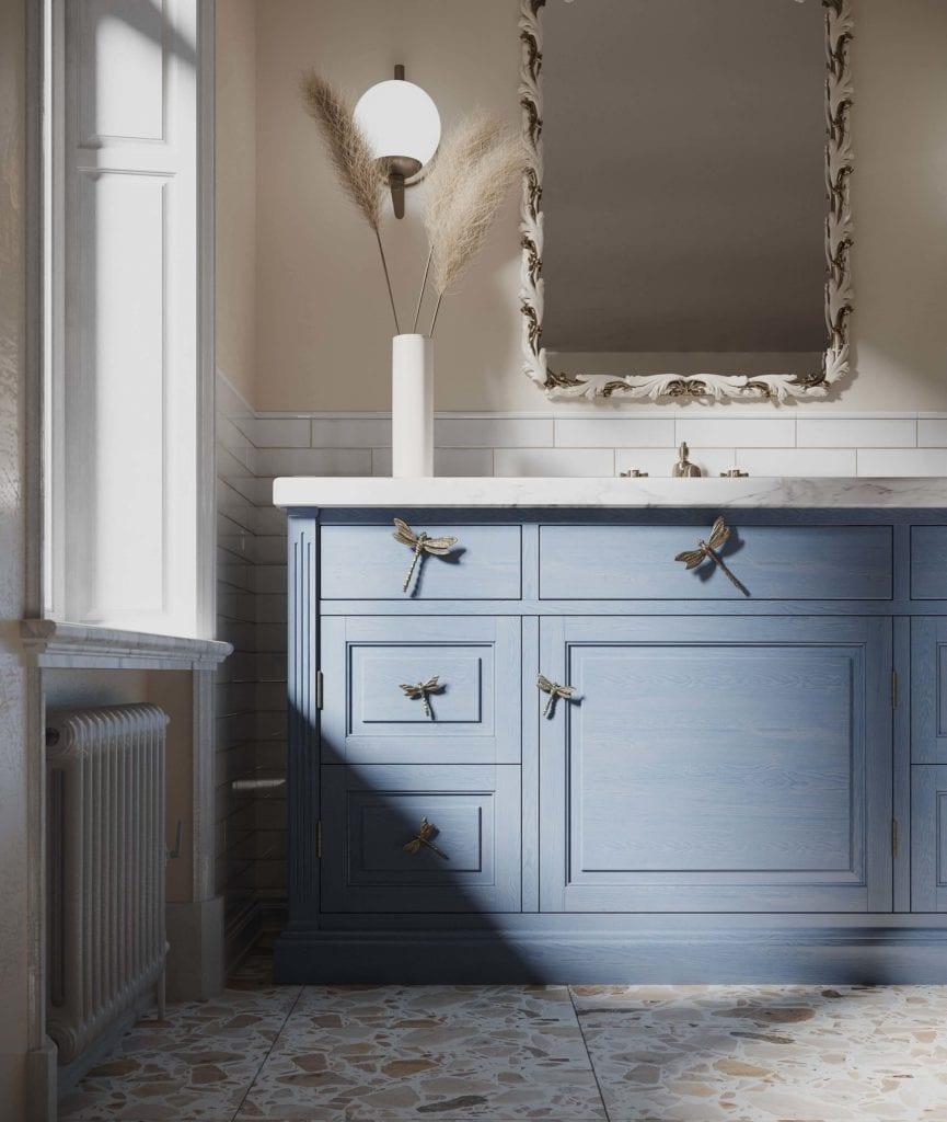 uchwyty-mosiężne-do-mebli-w-kształcie-ważki-inspiracje-łazienka-niebieskie-fronty-biały-blat-złoty kolor-pap-deco-lustro-lampa-terazzo