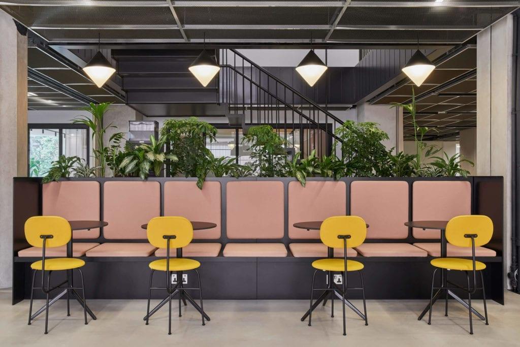 miejsca-do-pracy-inspiracje-róż-żółty-zieleń