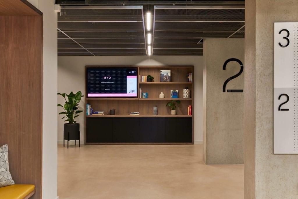 beton-inspiracje-drewno-biuro