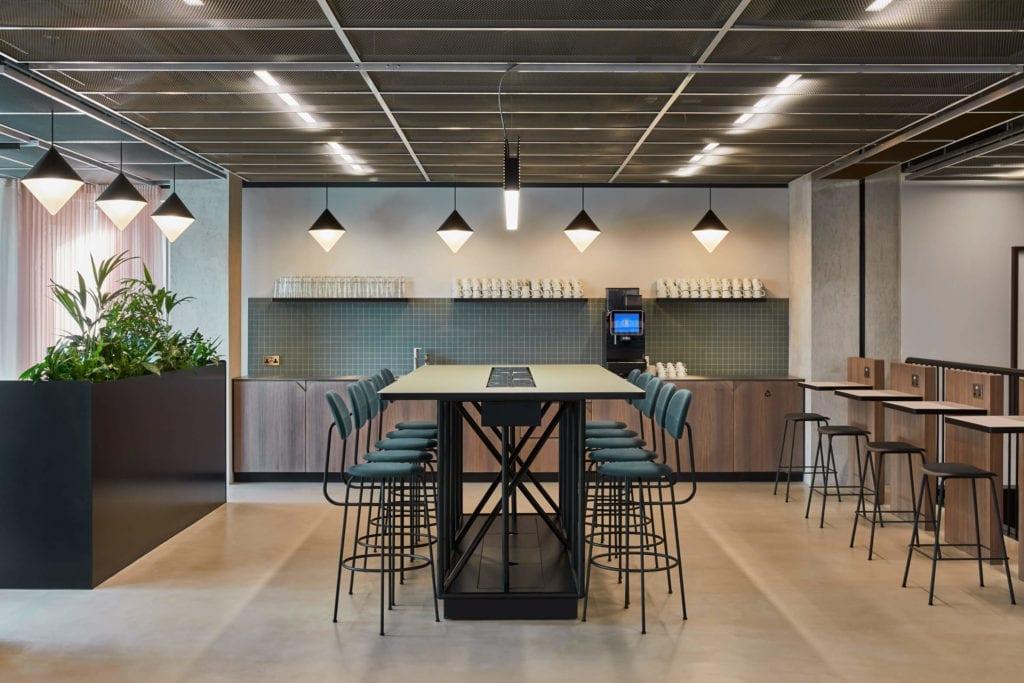 ciekawe-kolory-wnętrza-biura-inspiracje-jadalnia-kuchnia