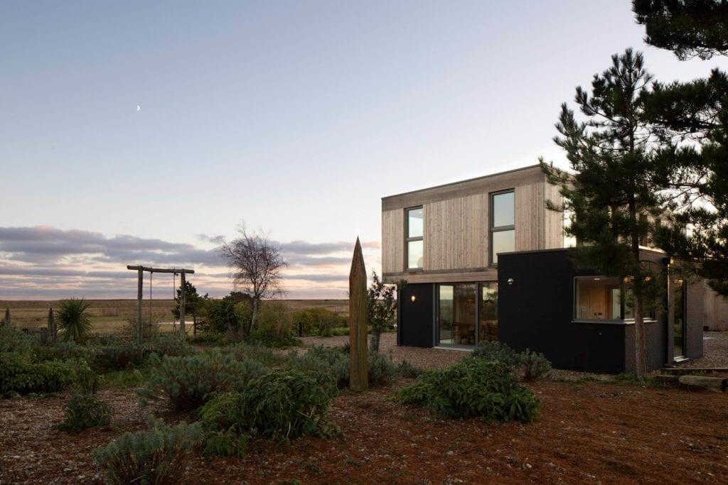 dom-widokowy-drewniana-elewacja-inspirace-drewno-działka-architektura