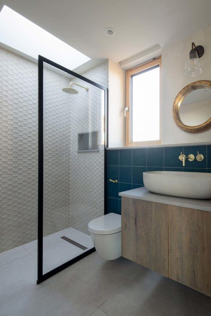 łazienka-ze-świetlikiem-inspiracje-wnętrze