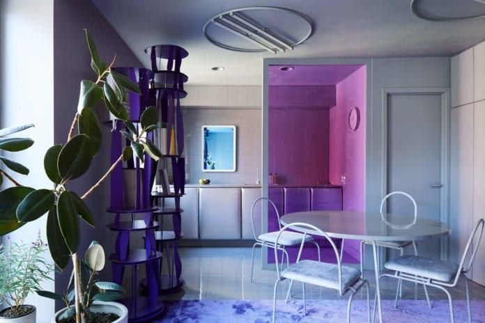 futurystyczne-wnętrze-fiolet-szarość-inspiacje-kuchnia-anekt-salon