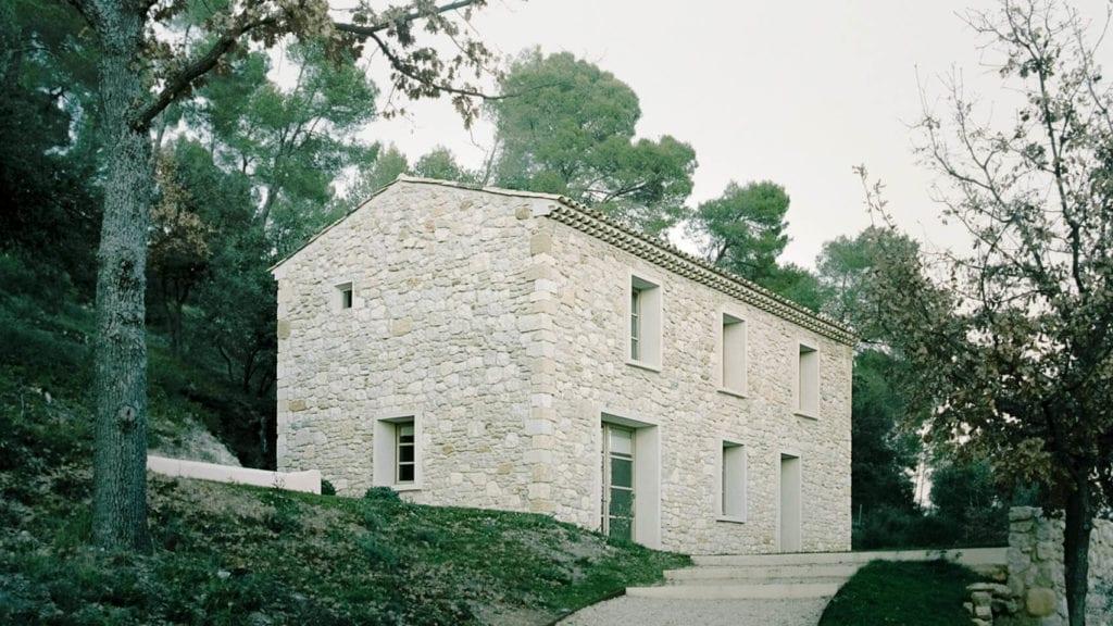 dom-fasada-inspiracje-kamień