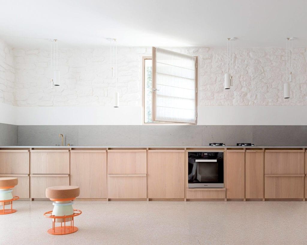 kuchnia-minimalistyczny-wystrój-wnętrz-inspiracje-drewno