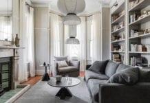 szaro-białe-wnętrza-inspiracje-salon-kanapa-dom