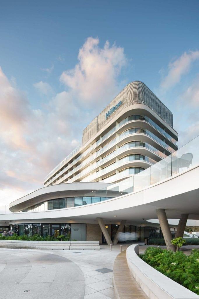 Hilton-Świnoujście-Resort-&-Spa-Cosentino-inspiracje-budynek-hotel-wizualizacja