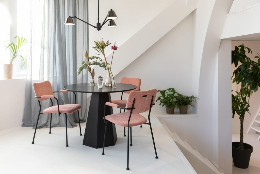 wnętrze-jadalnia-krzesła-zuiver