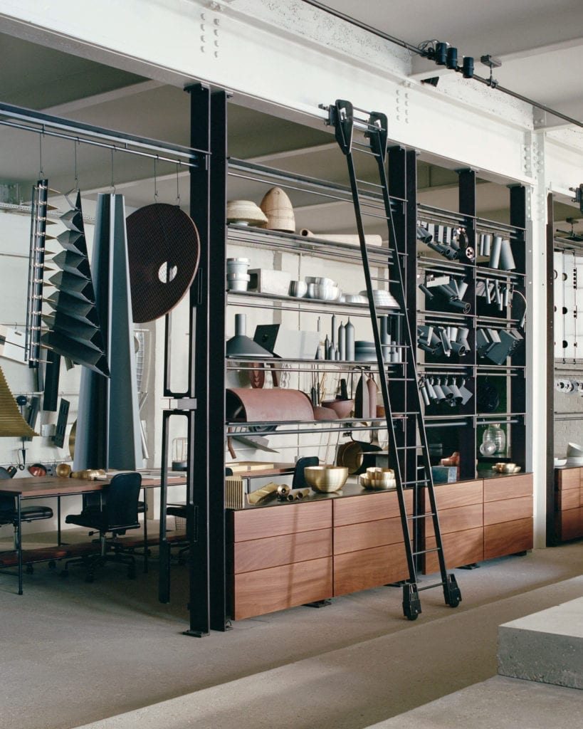 biuro-inspiracje-drewno-stalowe-elementy-beton-wnętrze-miejsce-do-poracy