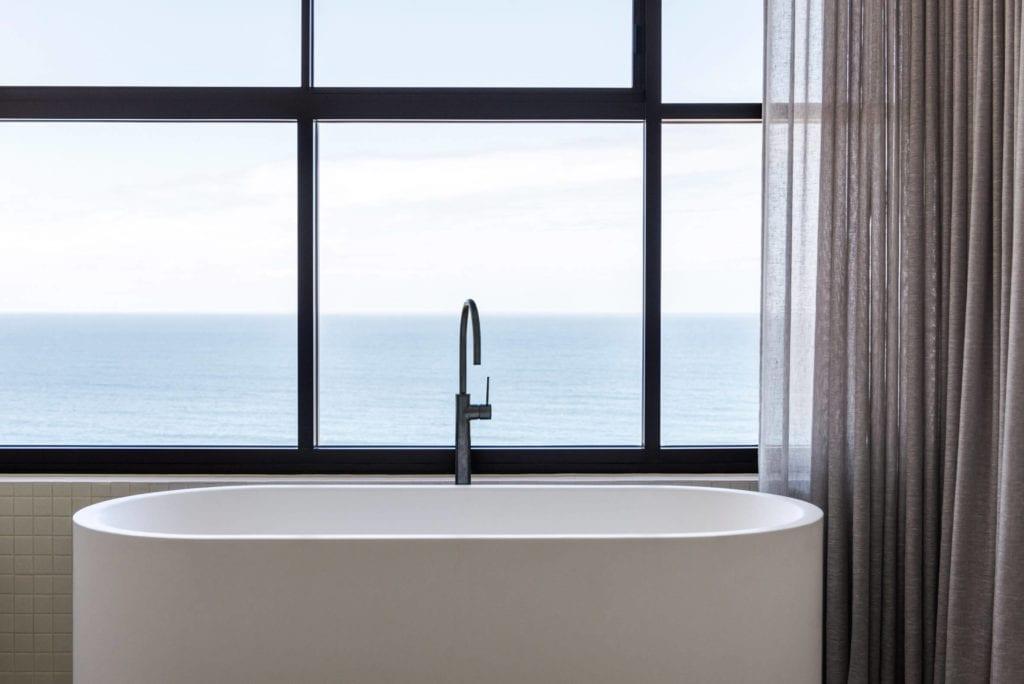 Penthaus-apartamenty-wanna-wolnostojąca-inspiracje-okna