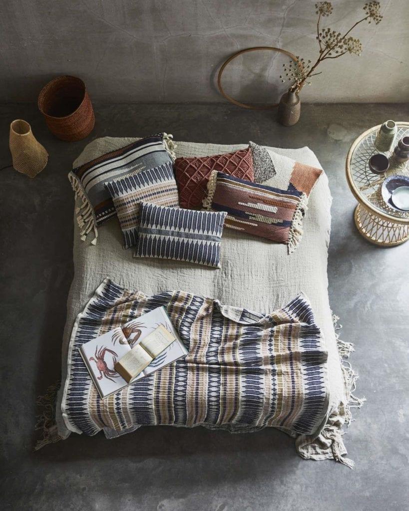 pomysły-na-wnętrza-sypialnia-narzuta-łóżko-inspriacje