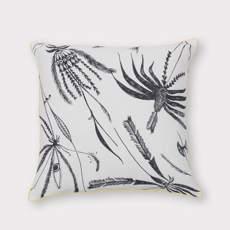 pomysły-na-wnętrza-poduszka-z-roślinnym-wzorem