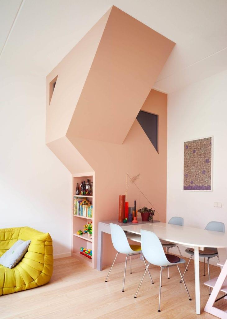 schody-inspiracje-wnętrze-arhitekta-stół