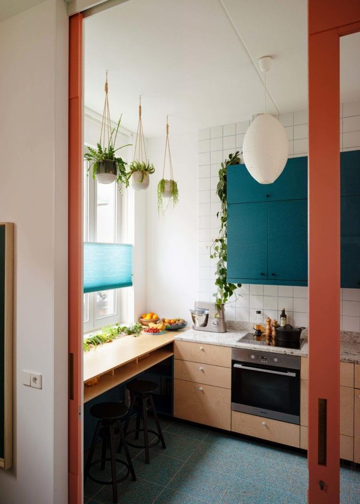 kuchnia-inspiracje-jadalnia-blat-drzwi