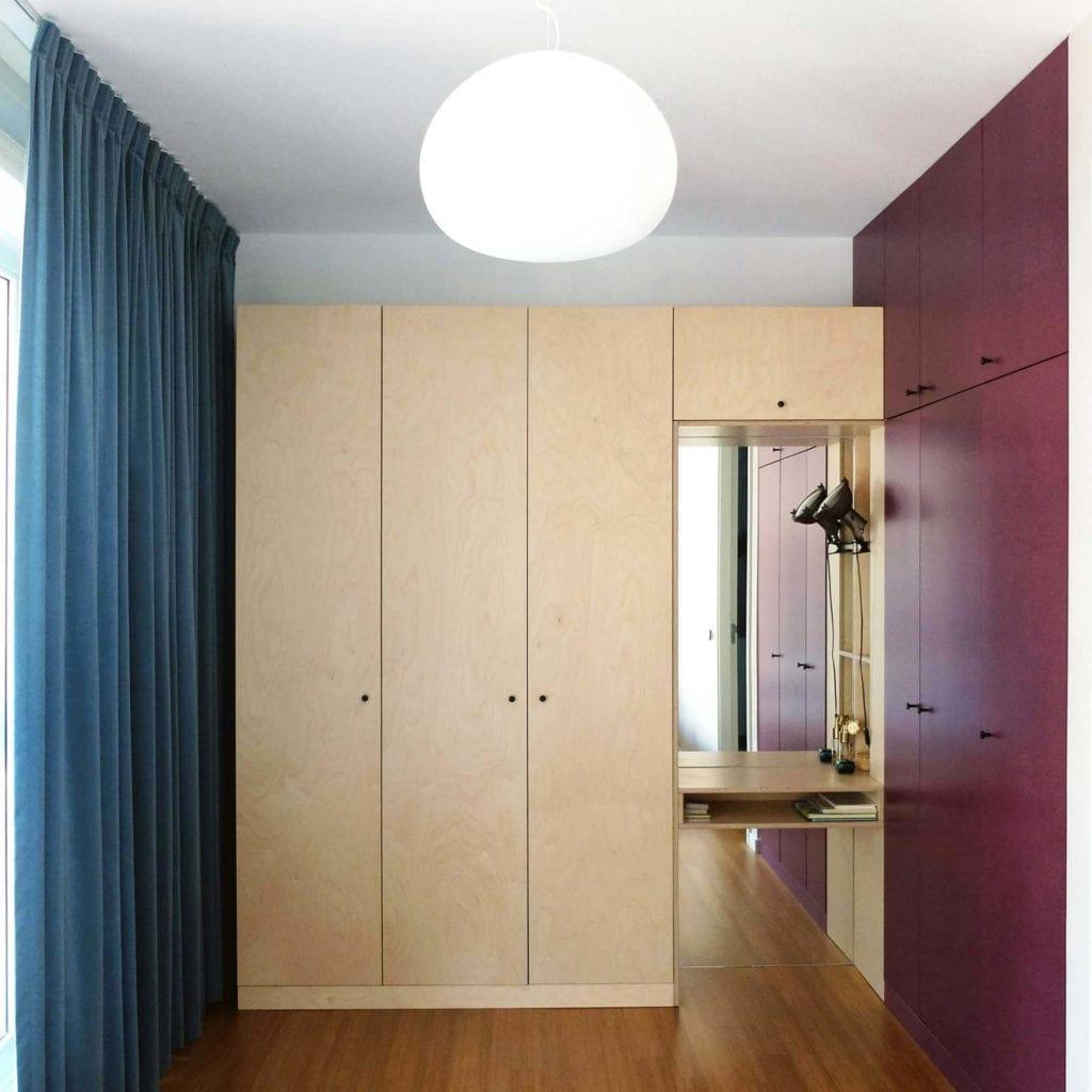 sypialnia-drewno-sklejka-inspiracje