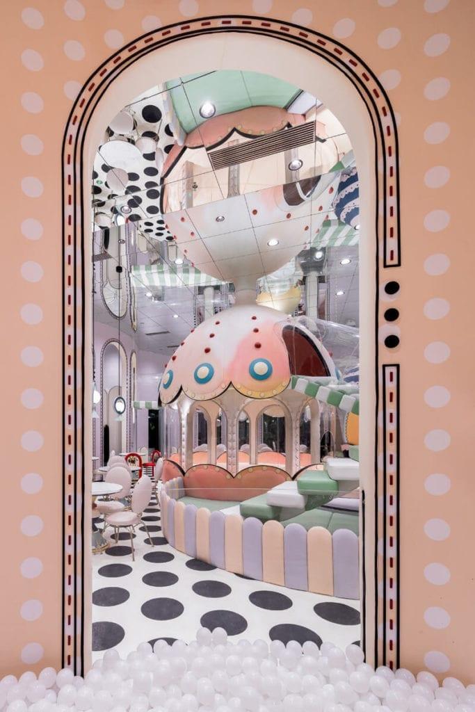 bajeczne-wnętrze-inspiracje-łuk-lustra-dekoracje