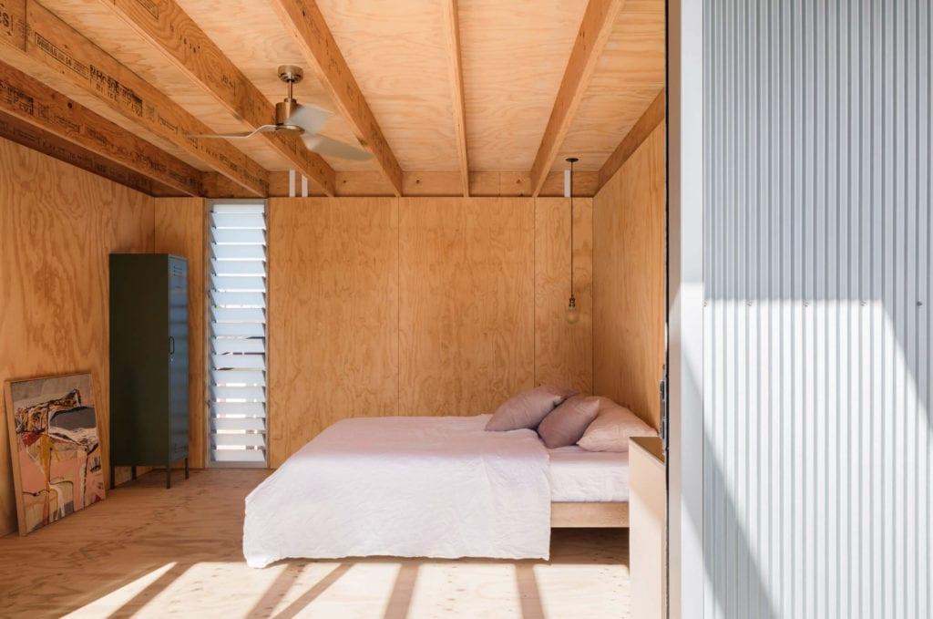sypialnoa-wnętrze-drewno-sklejka