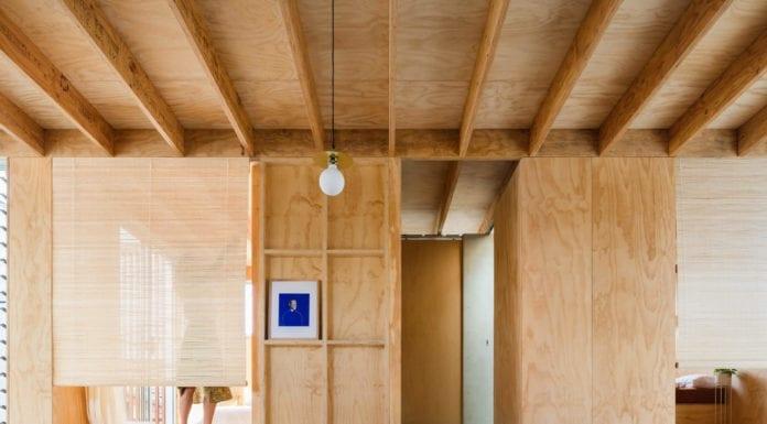 drewniane-wykończenia-wnęrz-sklejka-salon-inspiracje-kanapa-wnętrze