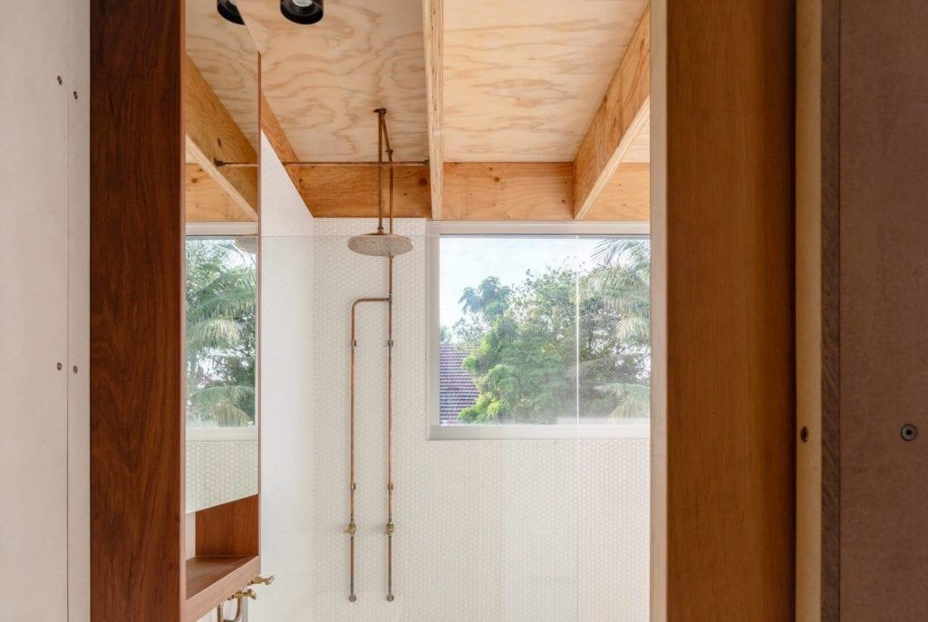 drewniane-wykończenia-wnęrz-łazienka