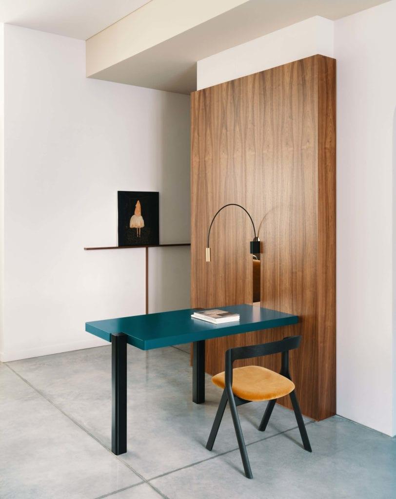drewno inspiracje-biurko-wnętrze-krzesło