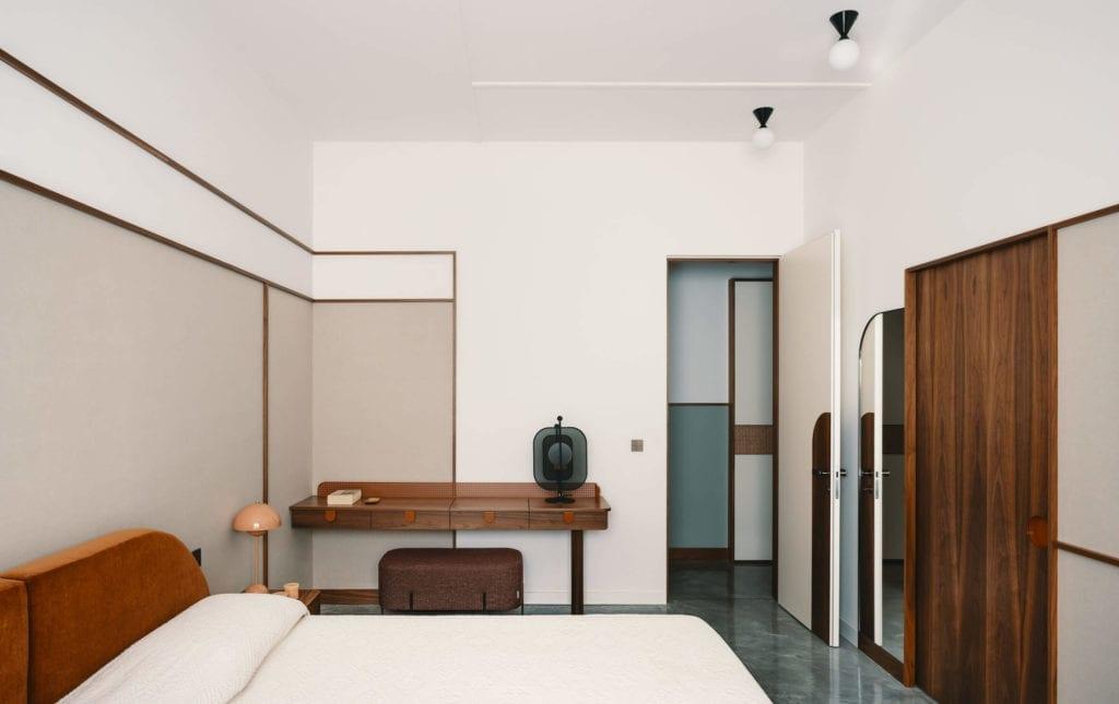 sypialnia-inspiracje-wnętrze-łóżko-mieszanka-stylów