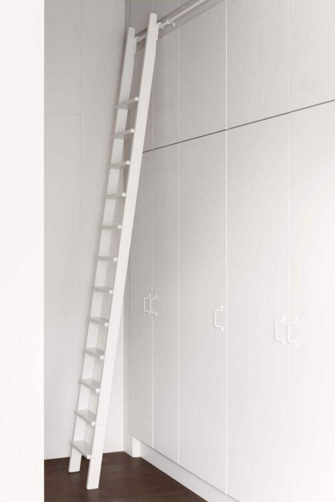 szafy-wbudowane-inspiracje-minimalizm-drabina-wnętrze