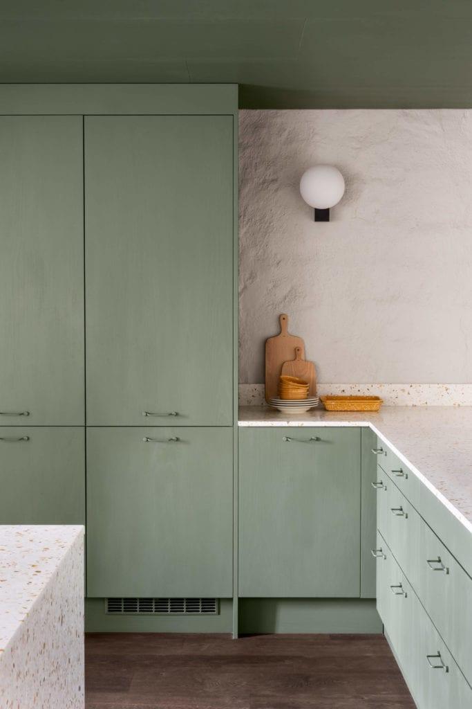 kuchnia-inspiracje-szafki-minimalistyczne-wnętrze-lampa-inspiracje